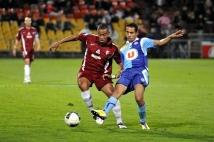 Metz - Le Havre, 11e journée de Ligue 2  : David Fleurival à la lutte avec un Havrais.