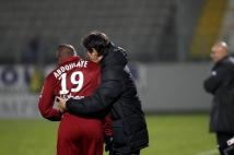 FC Metz - Amiens SC, 15e journée de Ligue 2  : Dominique Bijotat conseille Bruce Abdoulaye avant son entrée en jeu.