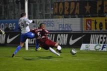 FC Metz - Amiens SC, 15e journée de Ligue 2  : David Fleurival a été un poil trop court pour reprendre ce bon centre. Ce n\'est vraiment pas passé loin!