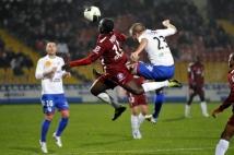 FC Metz - Amiens SC, 15e journée de Ligue 2  : Joli contrôle dans les airs de la part d\'Oumar Pouye.