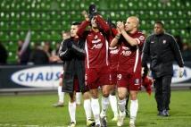 Metz - Lens, 17e journée de Ligue 2  : Ludovic Guerriero, David Fleurival et Kévin Diaz remercient leurs supporters, venus nombreux ce soir là encourager les Grenats