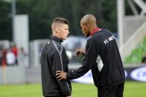 Metz-Tours, 38° journée de Ligue 2  : Mamadou Wagué donne quelques conseils au jeune Gautier Bernardelli avant  son premier match en Ligue 2