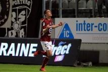 Metz - Angers, 12° journée  : Nicolas Fauvergue pense avoir ouvert la marque pour le club grenat mais l\'arbitre refuse finalement le but