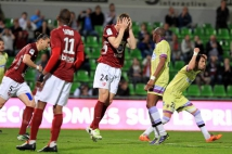 Metz - Istres, 31° journée  : Gaetan Bussmann place une tête légèrement sous la barre =