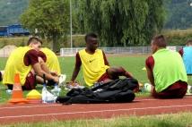 Reprise de l'entraînement   : Gaetan Bussmann et Bouna Sarr s\'étirent