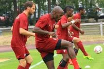 Amnéville-Metz, match amical   : Jonathan Rivierez, Sylvain Marchal et Bouna Sarr s\'échauffent