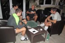 Stage de préparation Jour 3  : Kevin Lejeune, Guido Milan, André Marie et Sylvain Marchal jouent aux cartes